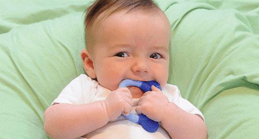 Chữa nghẹt mũi cho trẻ sơ sinh bằng nước muối