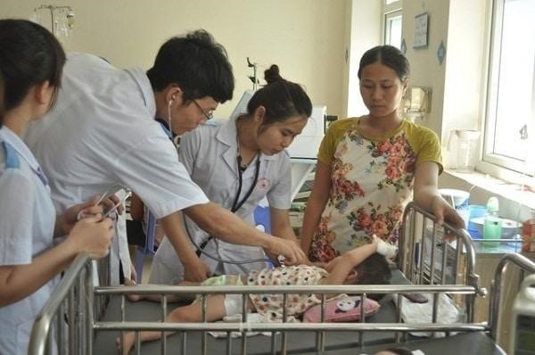 Nên đưa trẻ nhập viện khi thấy trẻ sốt cao giật mình