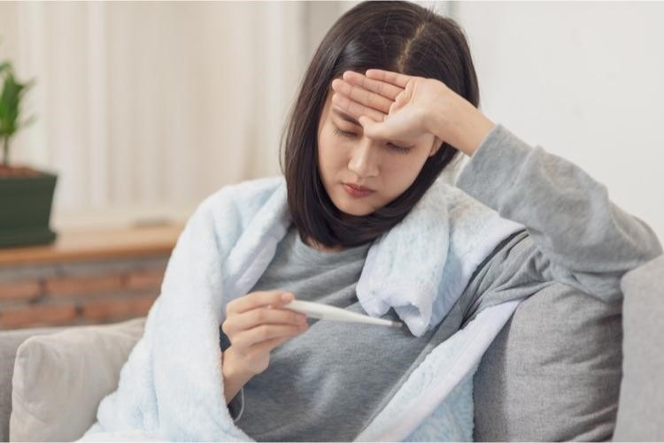 Người lớn không được chủ quan khi bị sốt cao