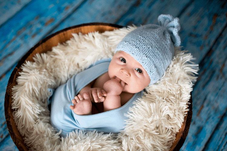 Trẻ sơ sinh bị nấc cụt do mẹ cho bú sai cách