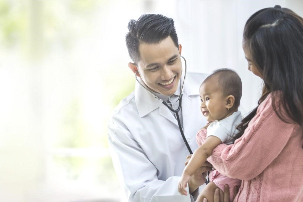 Đưa trẻ đi khám nếu tình trạng thở khò khè không dứt