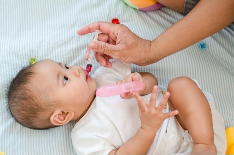 Không được cho bé dùng thuốc khi không có sự chỉ định của bác sĩ