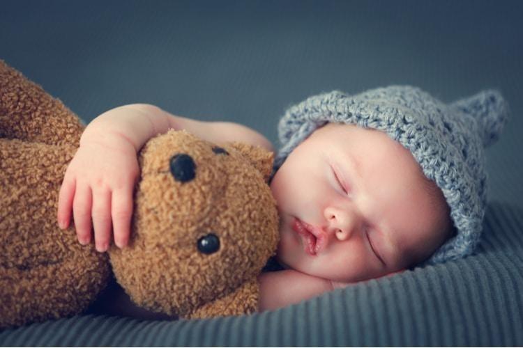 Trẻ sơ sinh cần được bú mẹ hoàn toàn trong 6 tháng đầu