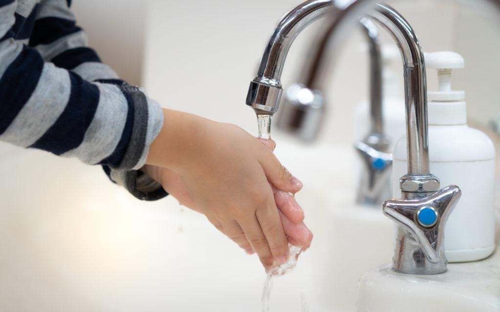 Giữ vệ sinh cá nhân và hạn chế tiếp xúc người bệnh để tránh nguồn lây