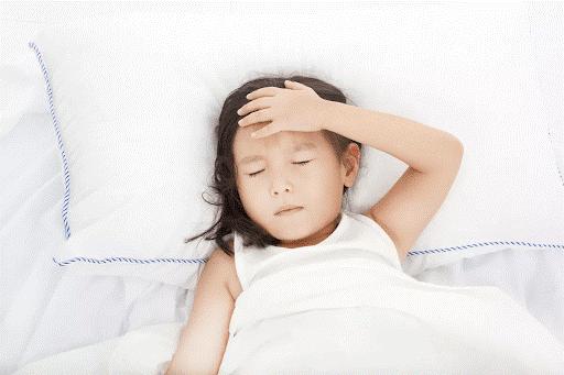 Trẻ bị ho sốt do viêm đường hô hấp trên
